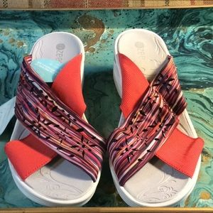 BZees brand new with tags desire sandals